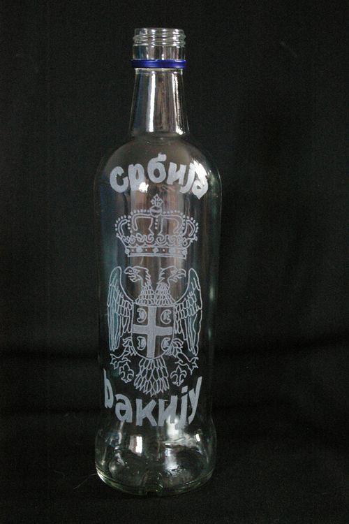 Bouteille a vodka personnalisee par une gravure pour un anniversaire