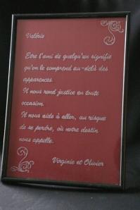 Cadre en verre personnalise par la gravure d un texte