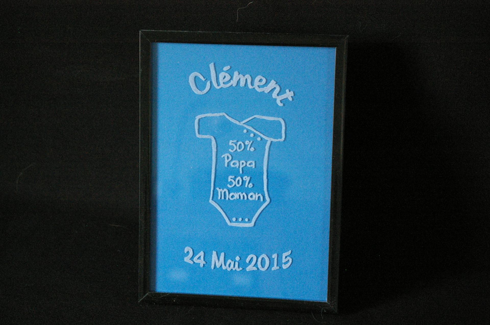 Cadre en verre personnalise par la gravure pour en faire un cadeau de naissance original