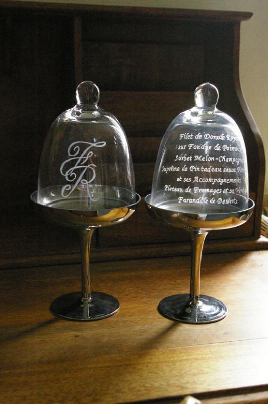 Cloche en verre grave de votre menu de mariage
