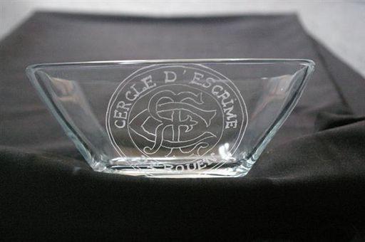 Coupe trapeze gravée avec du logo sportif de club