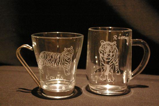 Ensemble mug et tasse personnalisees par la gravure sur verre pour un cadeau unique