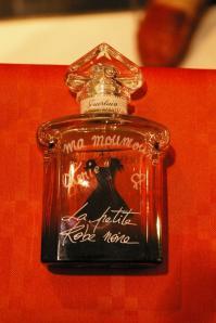 Flacon de parfum la petite robe noire grave d une dedicace speciale
