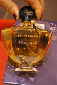Flacon de parfumshalimar personnalise d une gravure