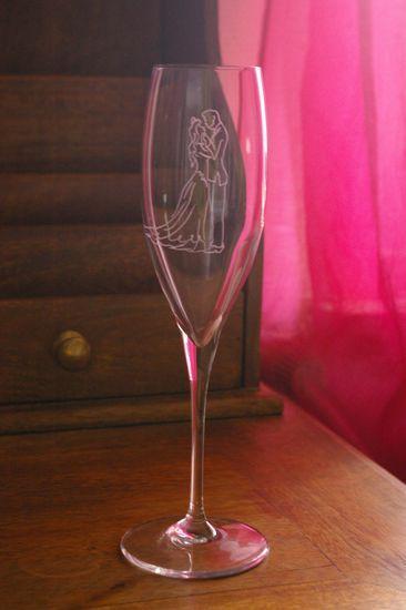 Flute haute personnalisee par la gravure de silhouettes de maries 1