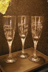 Flutes a champagne gravees pour souhaiter une bonne annee 2016