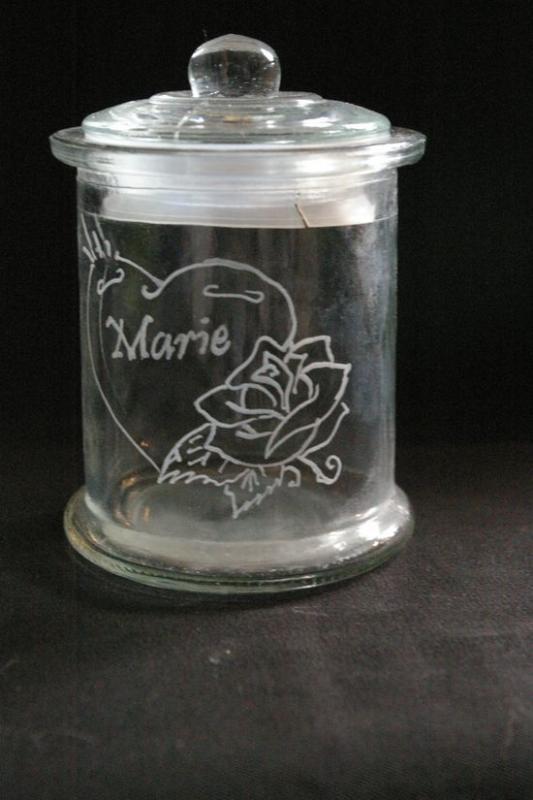 Bonbonnière personnalisée par la gravure sur verre