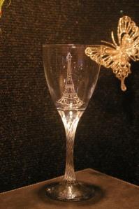 La tour eiffel pour personnaliser ce verre grave en cadeau de noel