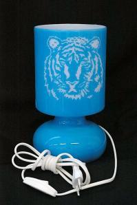 Lampe bleue personnalisee par la gravure d un tigre