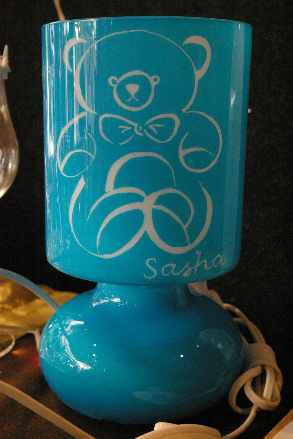 Lampe personnalisee par la gravure d un ourson pour un cadeau de naissance unique