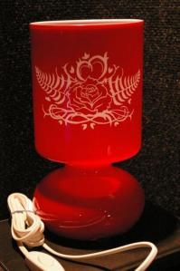 Lampe rouge gravee pour la st valentin 1