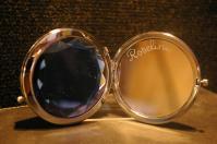 Miroir de poche personnalise grace a la gravure sur le miroir interieur pour un cadeau unique et original 1