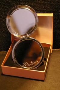 Miroir de poche personnalise par la gravure d un prenom 3
