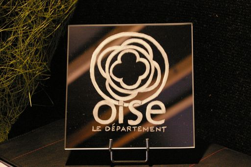 Miroir grave et personnalise pour l exposition de l hotel du departement en 2011