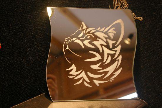 Miroir personnalise d une tete de chat gravee 1