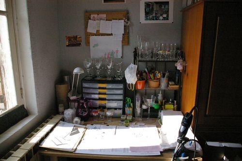 La table de gravure sur laquelle je travaille dans l'atelier