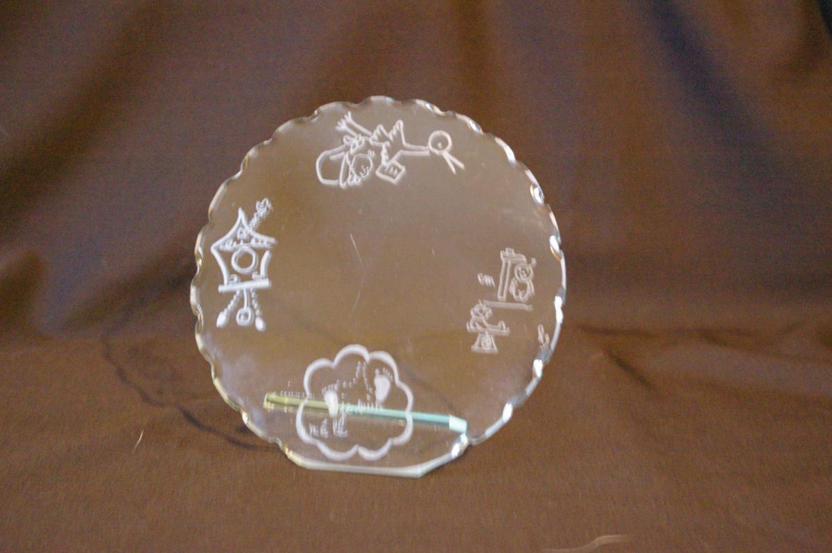 Trophee decoratif en verre a personnaliser pour sa naissance
