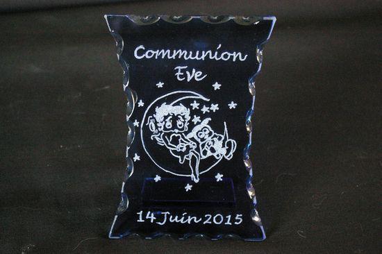 Trophee decoratif en verre grave pour une communion bis