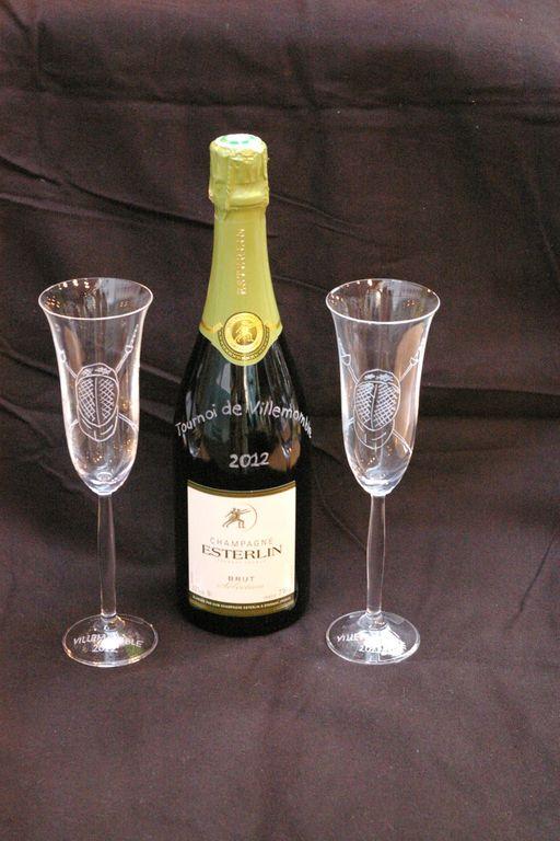 Trophées offert pour le tournoi d'escrime de  villemonble 2012 verres et bouteille coordonnés