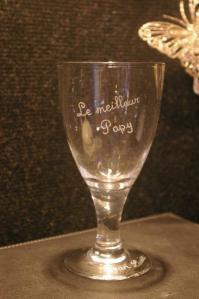 Une gravure personnalisee sur ce verre pour un cadeau unique a un papy