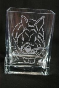 Vase en verre grave du dessin d un lapin realise d apres une photo