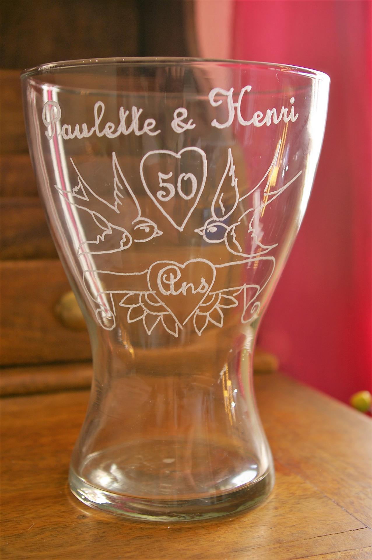 Vase personnalise par la gravure pour un anniversaire mariage