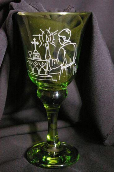 Verre forme calice personnalise par la gravure pour une communion dessin des invitations