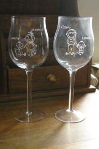 Verres a vin personnalises par la gravure pour un cadeau a une nounou